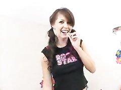 Брюнетка с маленькими сиськами и большим клитором в любительском видео задала жару