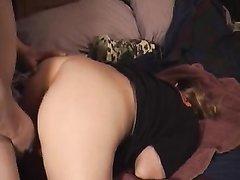 Упитанная зрелая леди для домашнего анального секса нагнулась перед студентом