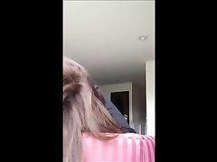 Скрытая камера сняла домашнее видео с раздеванием зрелой развратницы
