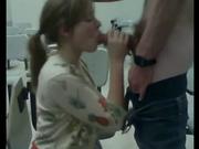 Перед вебкамерой молодая жена онлайн сосёт член любимого для глотания спермы