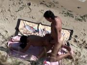 Секс любовников на пляже подглядывает и снимает на скрытую камеру поклонник