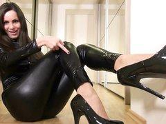 Порно ролики в латексе на высоких каблуках