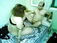 Арабская толстуха с большой задницей в домашнем видео прыгает на члене