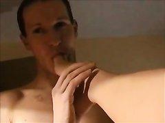 Брюнетка с бритой киской стонет от секса с куни и настаивает на окончании внутрь