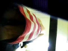 Любительское подглядывание и съёмка на видео голой девушки после душа