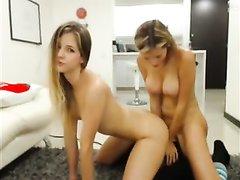 Молодые лесбиянки в любительском видео трахаются с интимными игрушками