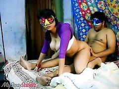 Для домашнего секса перед камерой индийская парочка надела анонимные маски