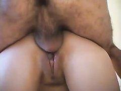 Брюнетка в маске перед домашним анальным сексом сосёт член и дрочит дырку