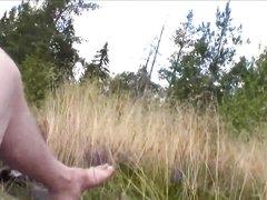 Молодая проститутка в любительском анальном видео отдалась в попу на природе