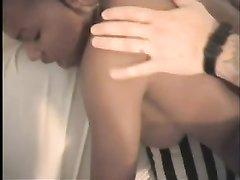 Фигуристая негритянки и белый парень уединились для домашнего секса с минетом