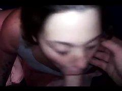 Девушка дрочит розовую киску и бесплатно делает любительский минет от первого лица