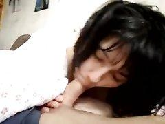 Ласковая темноволосая леди сосёт член любовника в горячем видео и пробует сперму