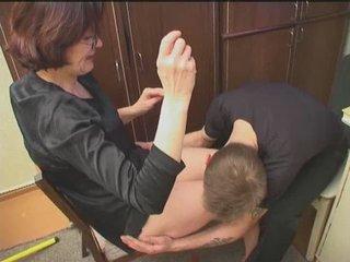 Русская зрелая дама согласна на любительский секс со студентом после куни