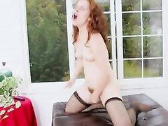 Рыжая красотка сняла нижнее бельё для любительской мастурбации с секс игрушкой