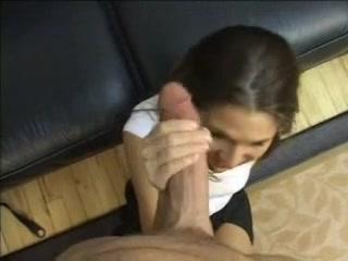 Худая девушка в чулках в домашнем анальном видео трахнута в узкую попку