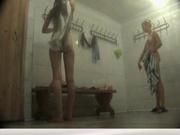 Скрытая камера в женском душе записала любительское видео с подглядыванием