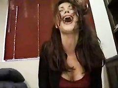Зрелая итальянская домохозяйка для анальной мастурбации использует секс машину