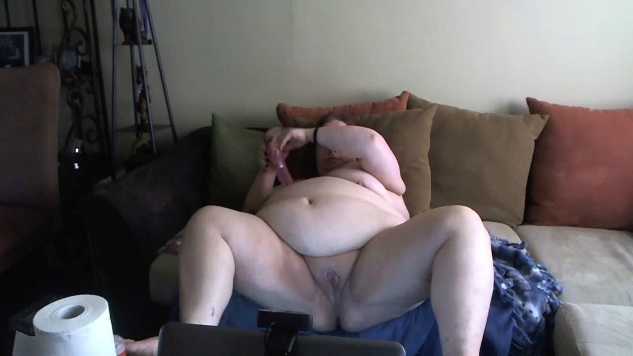 Снята на видео домашняя мастурбация зрелой толстухи с бурным сквиртингом