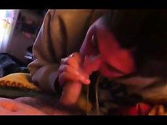 Покрасневшая от возбуждения итальянка в домашнем видео сосёт член от первого лица