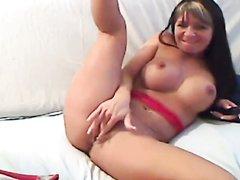 Красивая развратница секс игрушками онлайн дрочит дырки перед вебкамерой
