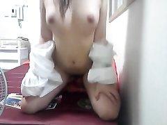 Азиатка онлайн перед вебкамерой оголила большие сиськи и мокрую киску