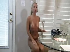 Зрелая блондинка предпочитает домашний секс с молодым парнем в 69 позе