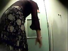 Скрытая видео камера для домашнего подглядывания за голыми девушками в раздевалке
