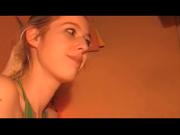 Парень с большим членом в любительском видео жёстко трахает в рот блондинку