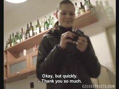 Чешская студентка в видео от первого лица исполнила любительский минет
