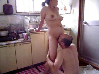 Порно на кухне японское
