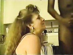 Зрелая немка в домашнем видео лижет попу негра и делает минет для окончания в рот