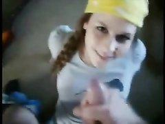 Молодая леди в видео от первого лица сделала любительский минет гитаристу