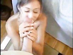 Азиатка с маленькими сиськами в домашнем видео наглоталась спермы из большого члена