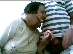 Зрелая турецкая парочка увлекается домашним сексом перед вебкамерой