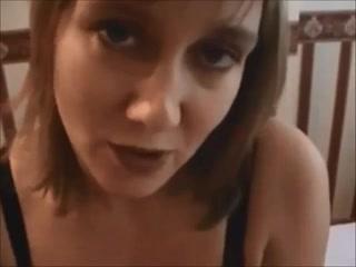 Рыжая зрелая дама с большими сиськами в любительском видео с худым парнем