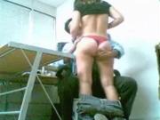 Скрытая камера сняла любительский анальный секс с фигуристой брюнеткой в офисе