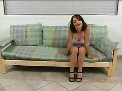 Белая звезда в домашнем анальном видео трахается в попу с негром после минета