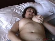 Пышная зрелая толстуха разделась для любительской мастурбации с секс игрушкой