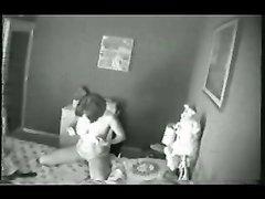 За домашней мастурбацией зрелой дамы подглядывают онлайн через скрытую камеру
