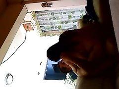 Скрытая камера в спальне запечатлела любительский секс с возбуждённой брюнеткой