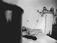 Домашняя мастурбация с секс игрушкой зрелой леди в спальне записывает скрытая камера