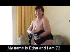 Не красивая зрелая толстуха в домашнем видео разделась и дрочит дырочку