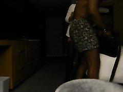 Азиатка в чулках попробовала любительский секс с негром в гостиничном номере