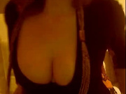 Зрелая леди с большими сиськами любит онлайн показывать прелести по вебкамере