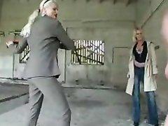 Две блондинки в немецком видео провели сеанс любительского женского доминирования