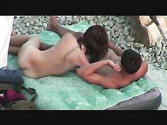 В любительском видео подглядывание за интимом парочки на безлюдном пляже