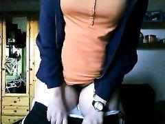 Грудастая немецкая домохозяйка онлайн по вебкамере показывает нижнее бельё