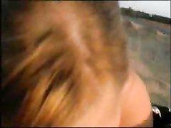 Любительский минет и страстный секс с блондинкой на пляже и окончание на лицо