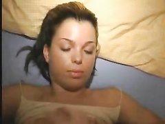 Красивая немка в домашнем анальном видео сосёт и трахается в бритые щели