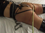 Зрелая развратница в интимном видео балдеет от любительского БДСМ со связыванием